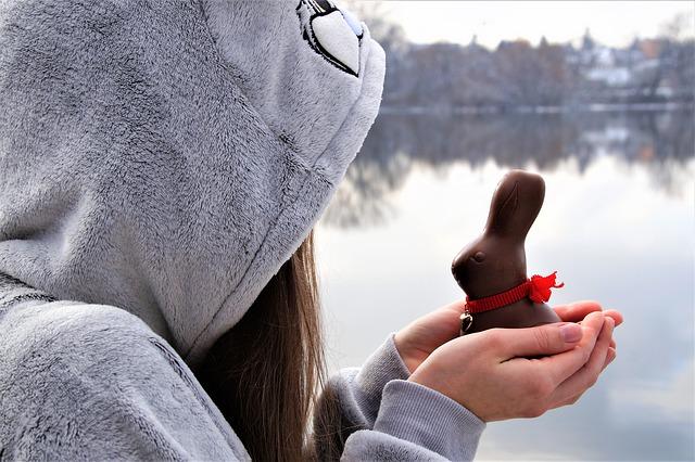 गुड़मार की जड़ और CHOCOLATE    से वशीकरण